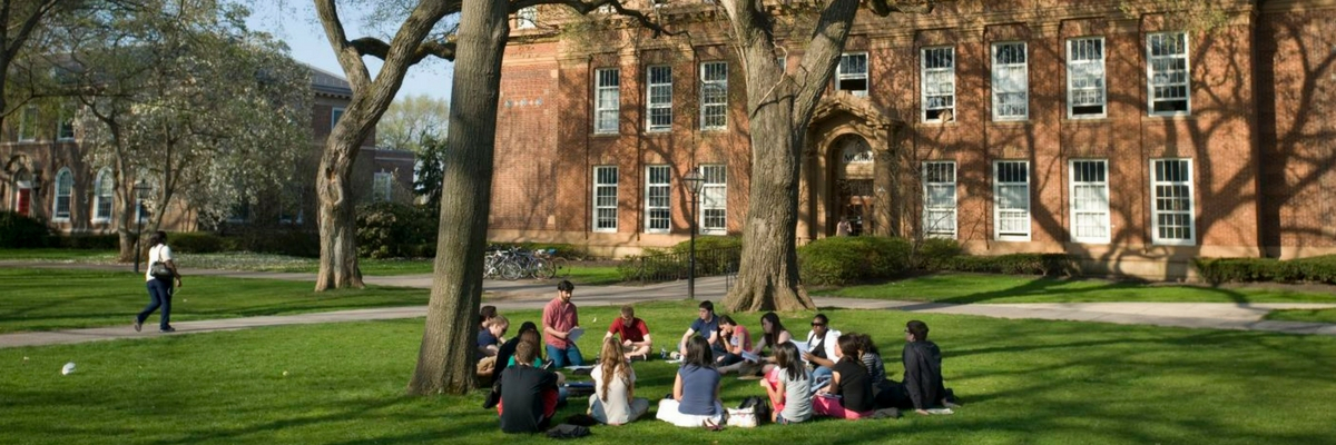 Students outside Murray Hall